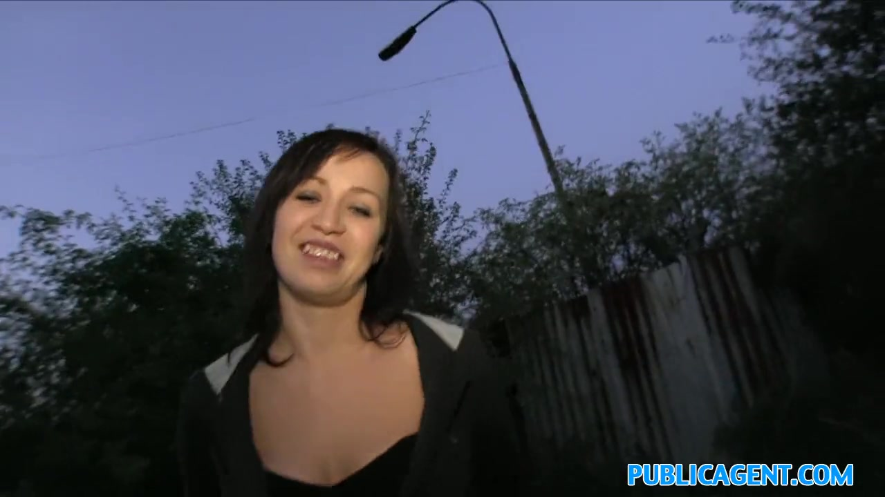 Public Agent Blonde Fucks Cash
