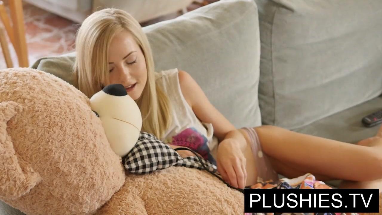 Bear Porn free hd sicilia blonde petite beauty watching plushies tv