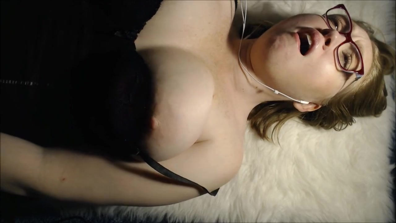 Amateur Mature Loud Orgasm