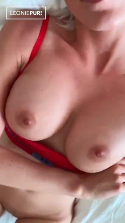 Petite Brunette Solo Orgasmus