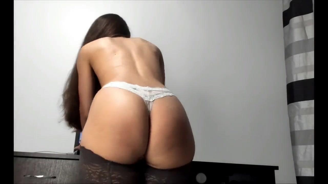 Big Booty Latina Eating Pussy